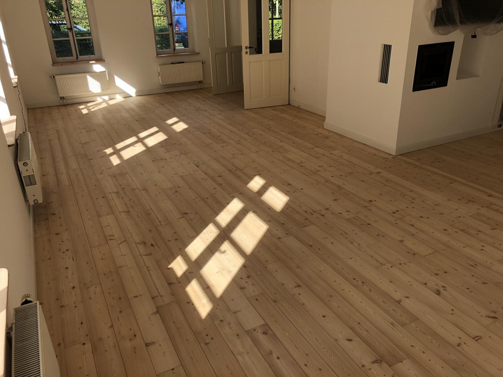 Fußboden Weiß Laugen ~ Lärche weiß gelaugt und farblos geseift